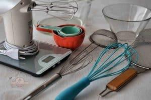 varios utensilio de pastelería