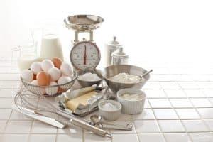 varios utensilios de pastelería