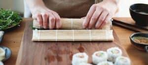 hacer sushi con un kit de preparación de sushi