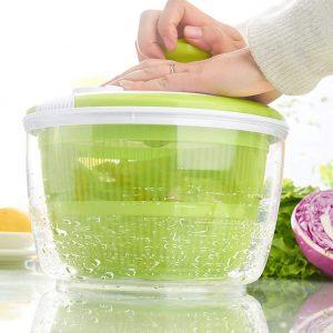 usar una centrifugadora para ensalada
