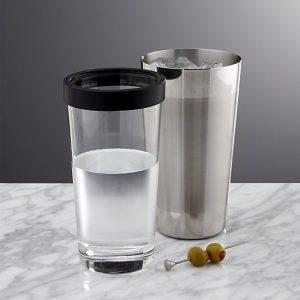 coctelera y vaso