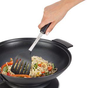 cocinar en un wok eléctrico