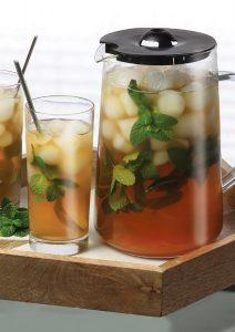 jarra de té helado con té