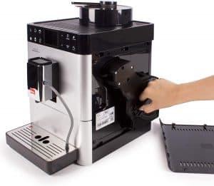 limpiar una cafetera con molinillo
