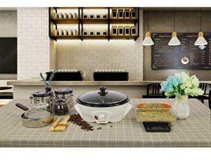 tostador de café eléctrico en la cocina