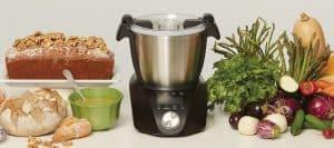 robot ChefBot Compact de IKOHS en la cocina